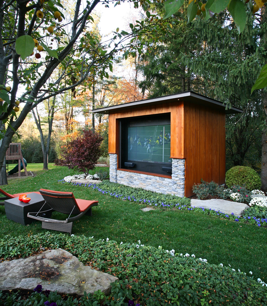 This is an example of a contemporary landscaping in Detroit.