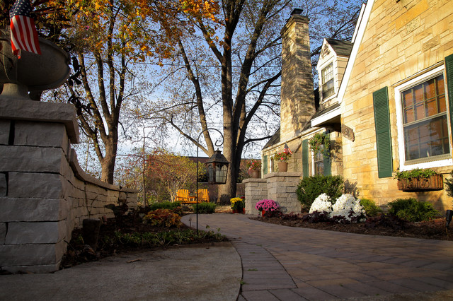Another residential home rustic landscape milwaukee for Insite landscape architects
