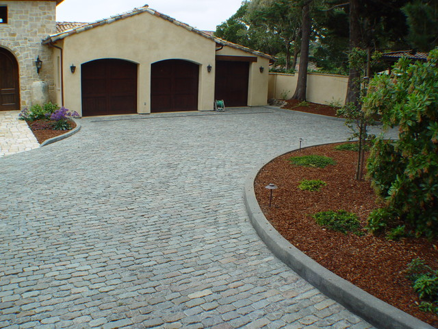 Antique Reclaimed Granite Cobblestone Driveway