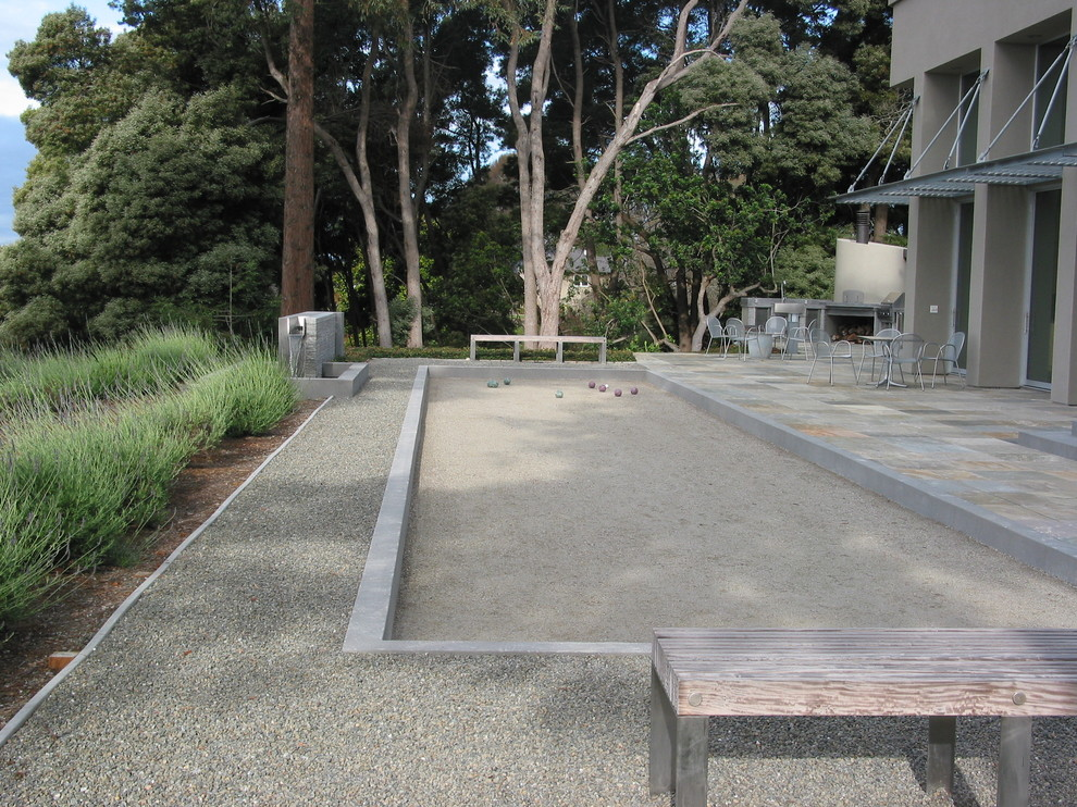 Design ideas for a contemporary outdoor sport court in San Francisco.