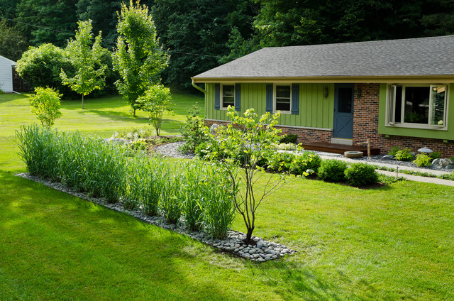 Inspiration for a mid-sized contemporary front yard stone landscaping in Milwaukee.