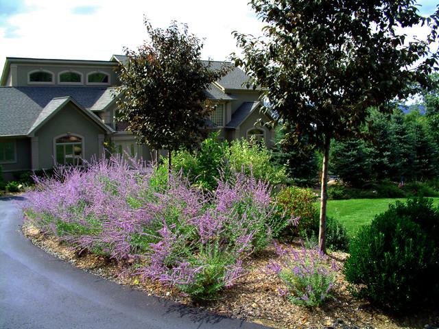 Award winning planting design front yard traditional for Award winning backyard designs