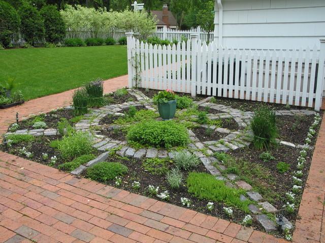 Back Yard GardenTraditional Landscape, Minneapolis