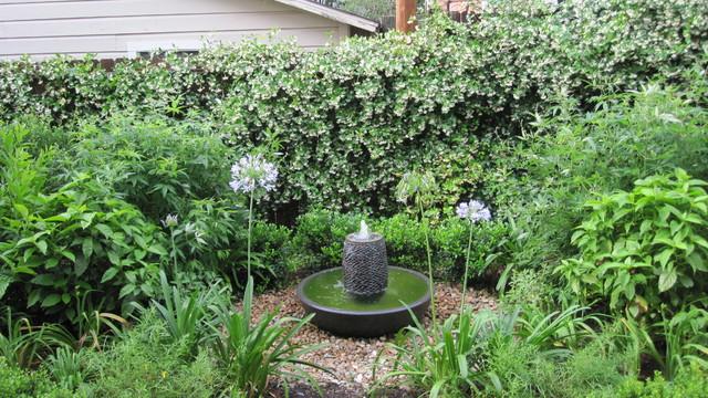 Backyard bird sanctuary - Traditional - Landscape ... on Birds Backyard Landscapes id=22686