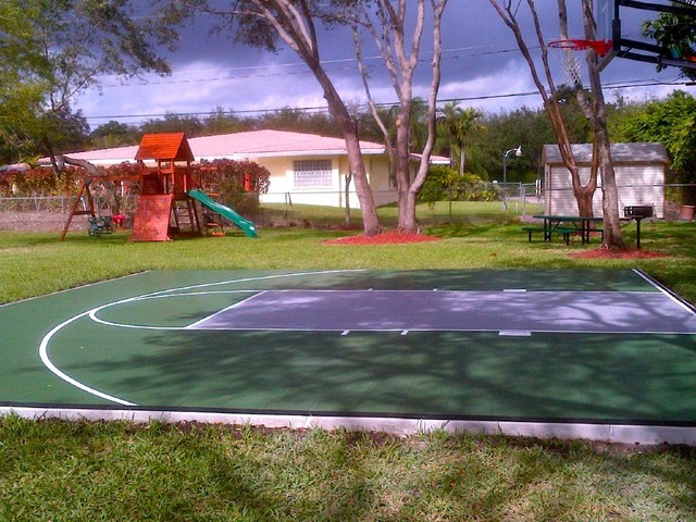 Backyard Multi Sport Outdoor Game Court traditional-landscape