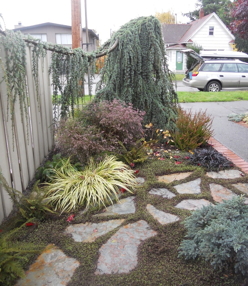 Inspiration for a contemporary landscaping in Seattle.