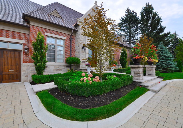 Bayview Country Club Frontyard Traditional Landscape