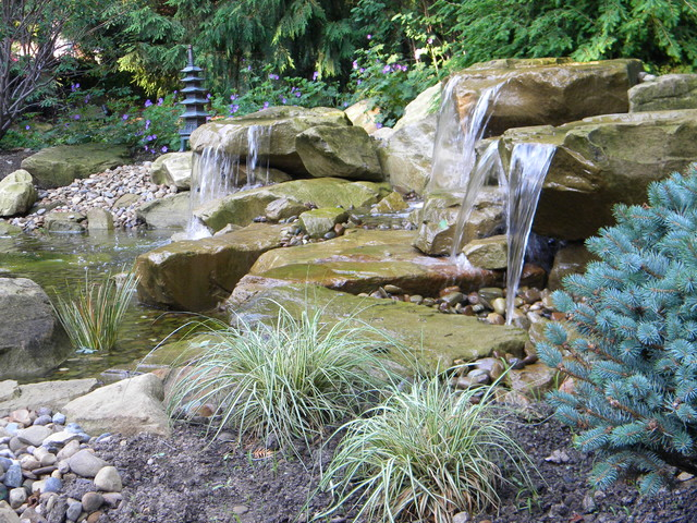 Design ideas for a rustic landscaping in Cleveland.