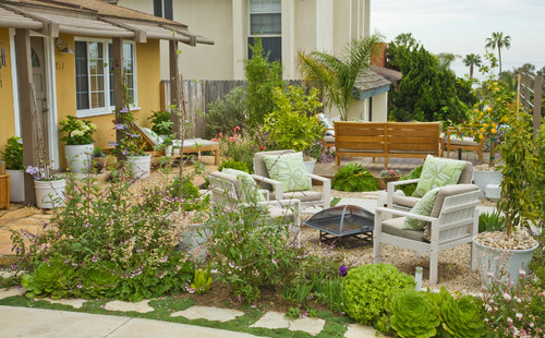 Beach House Backyard Ideas : Front Yard Designed To Be Sociable