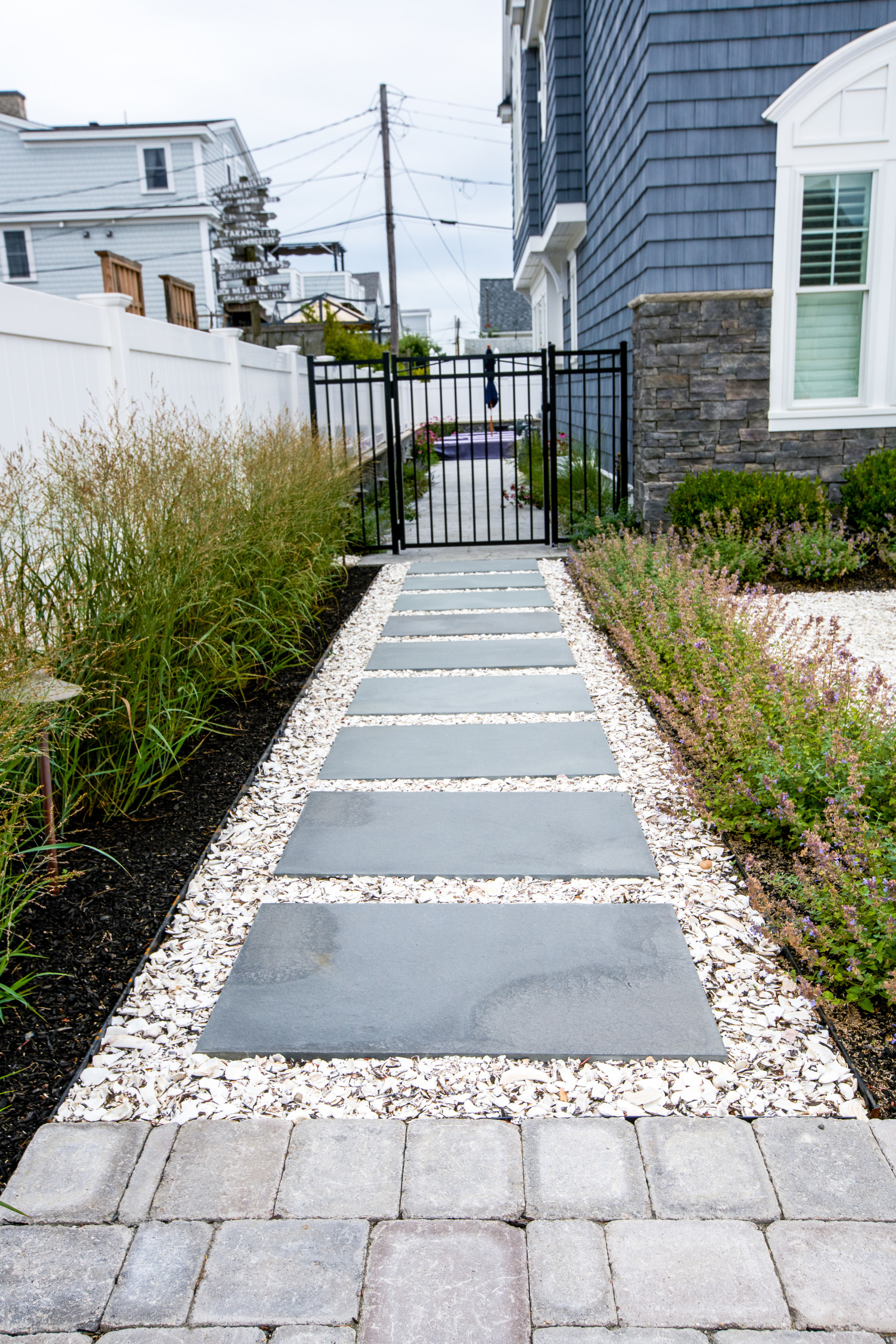 75 Beautiful Coastal Landscaping Pictures Ideas May 2021 Houzz