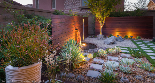 Exceptionnel This Is An Example Of A Mid Sized Contemporary Drought Tolerant And Partial  Sun