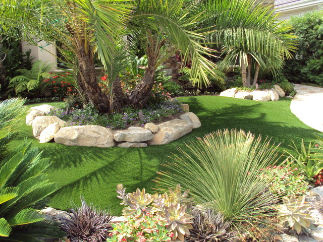 Beautiful front yard traditional landscape san diego for Backyard landscaping ideas san diego