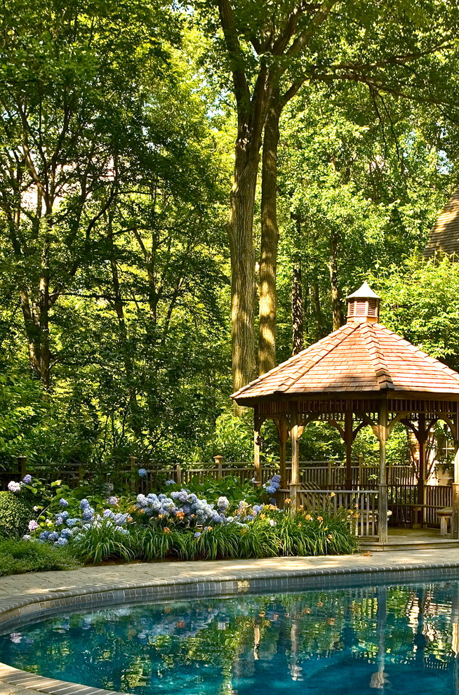 Design ideas for a traditional shade backyard landscaping in New York.