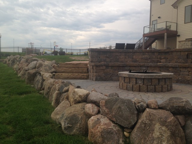 Belgian Block Seating Wall Granite Boulder Retaining Wall