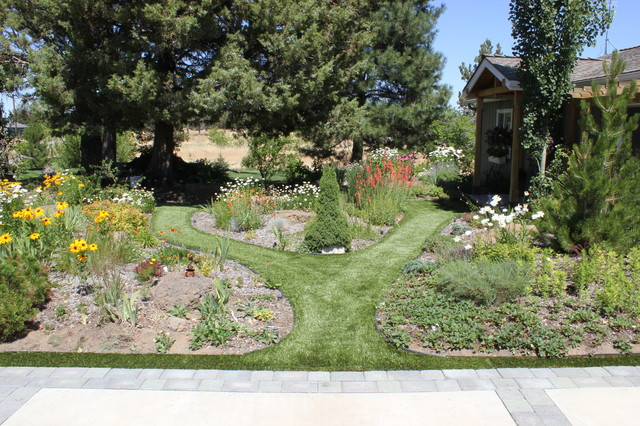 Bend Or Front Yard After