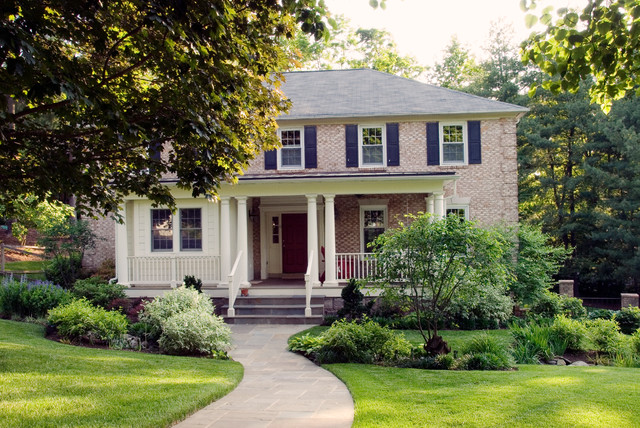 Design ideas for a small traditional partial sun front yard landscaping in DC Metro for summer.