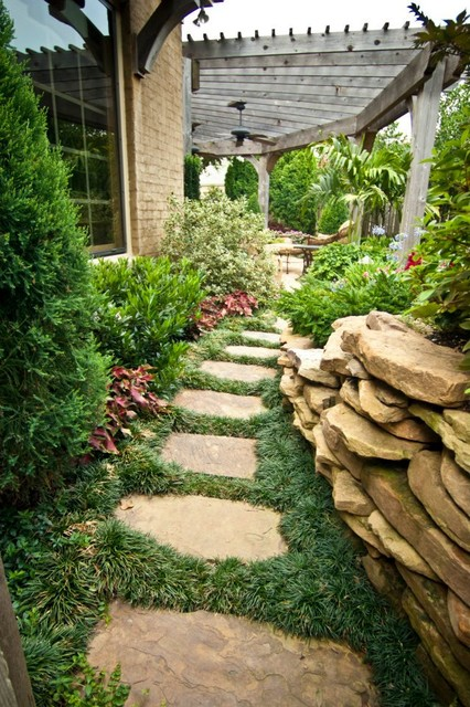 Big ideas in small spaces traditional landscape for Large lot landscaping ideas