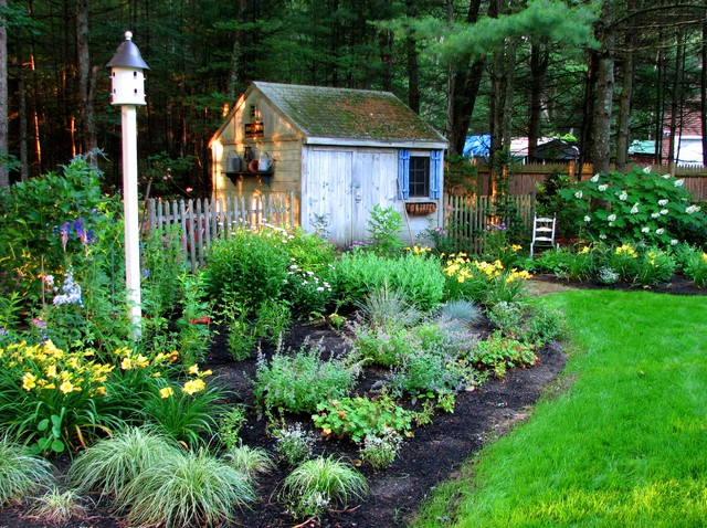 Birdhouse garden garden shed traditional landscape for Traditional garden buildings