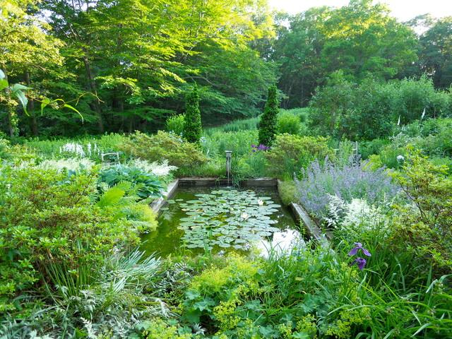 Blue & White Garden–Seekonk, MA traditional-garden