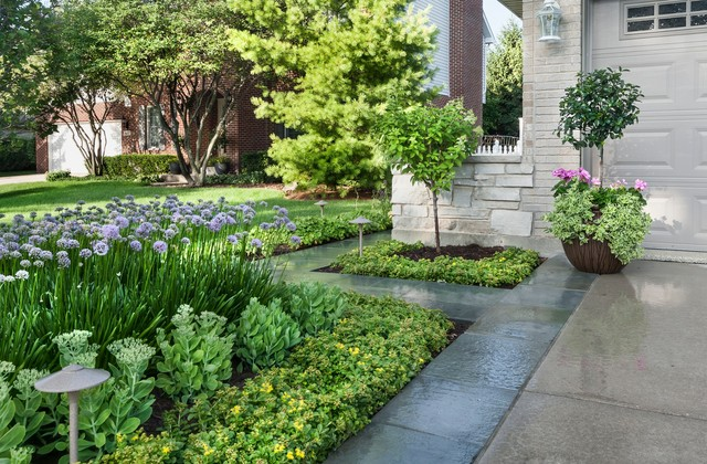 Design ideas for a small contemporary partial sun side yard stone garden path in Chicago for summer.