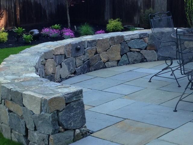 Bluestone Patio And Fieldstone Seat Wall Traditional Landscape