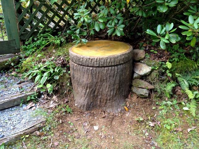 Outdoor tree stump decorating ideas