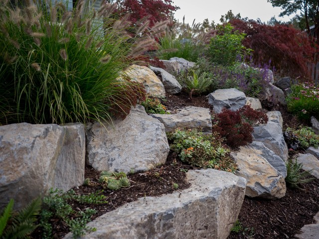 Boulder retaining wall sellwood traditional for Landscaping rocks merced ca