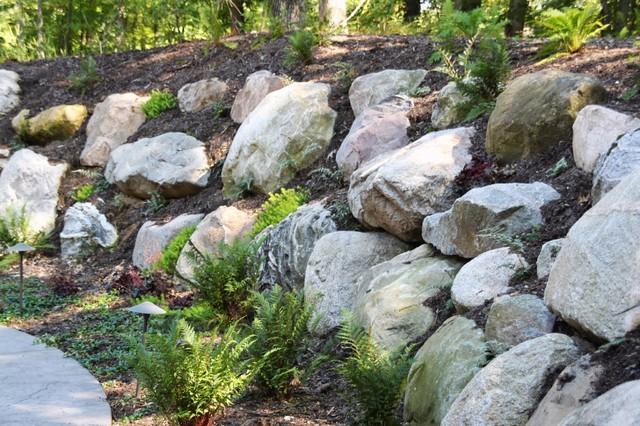 Boulder retaining walls traditional landscape for Landscaping rocks grand rapids