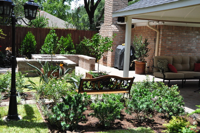 Braeswood Backyard paradise traditional-landscape