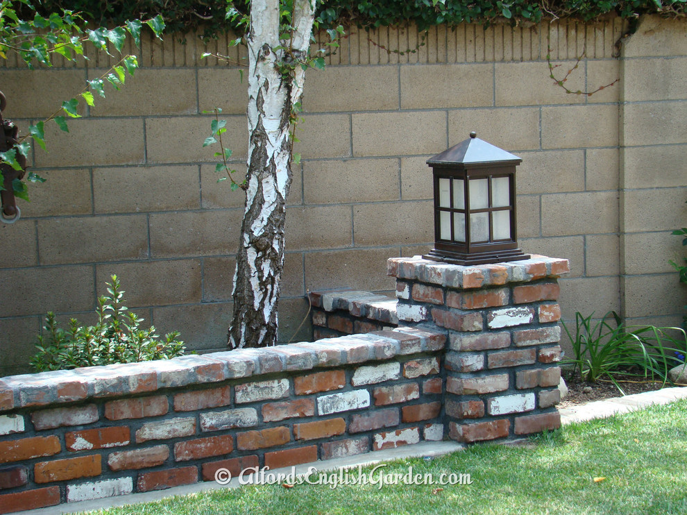 Brick Wall With Lamp Post Traditional Landscape Los Angeles