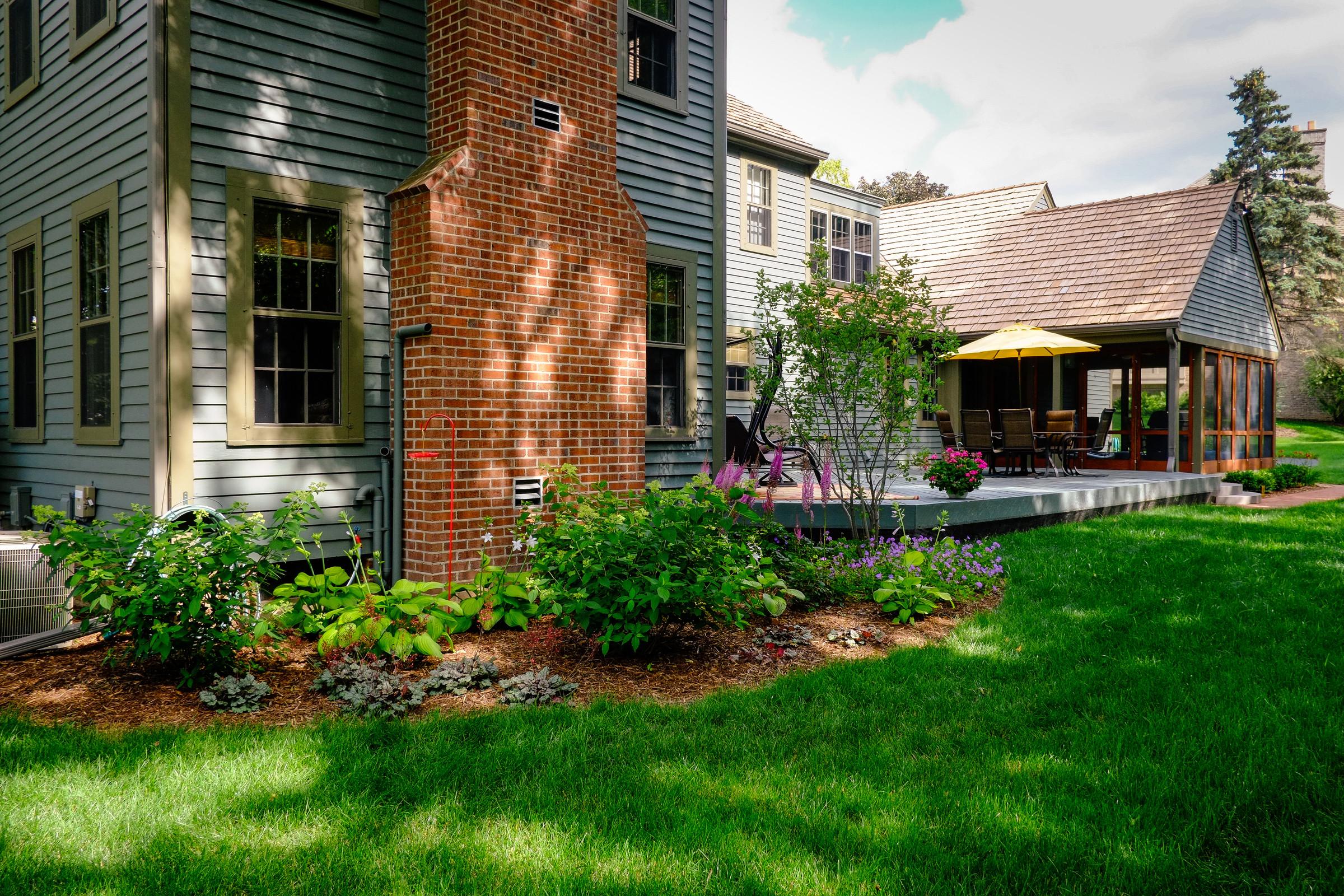 Traditional Saltbox Backyard - Brookfield