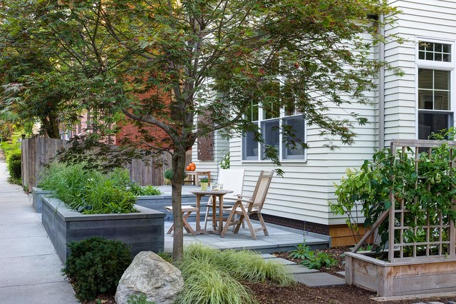 A New England Front Yard Designed for Relaxation and ...
