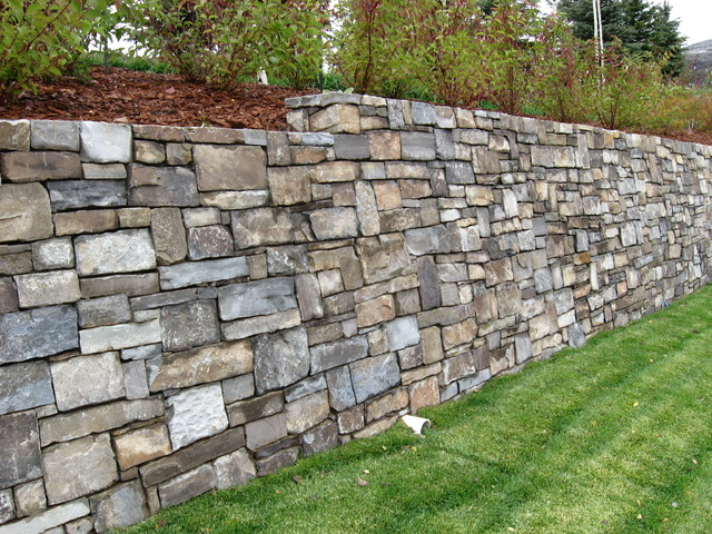 Castle Rock Retaining Wall Traditional Landscape