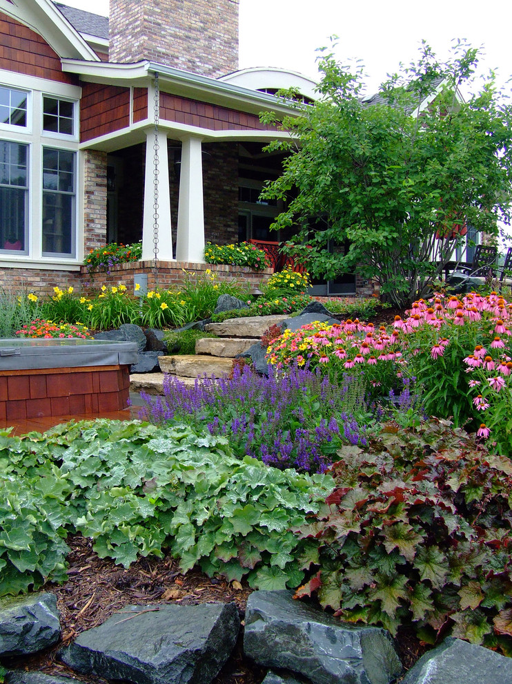This is an example of a craftsman front yard flower bed in Milwaukee.
