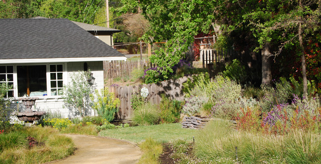 casual front entry rustic-landscape