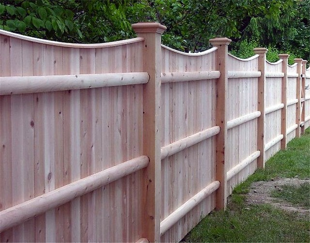 Cedar Solid Board Privacy Fence With Scalloped Top