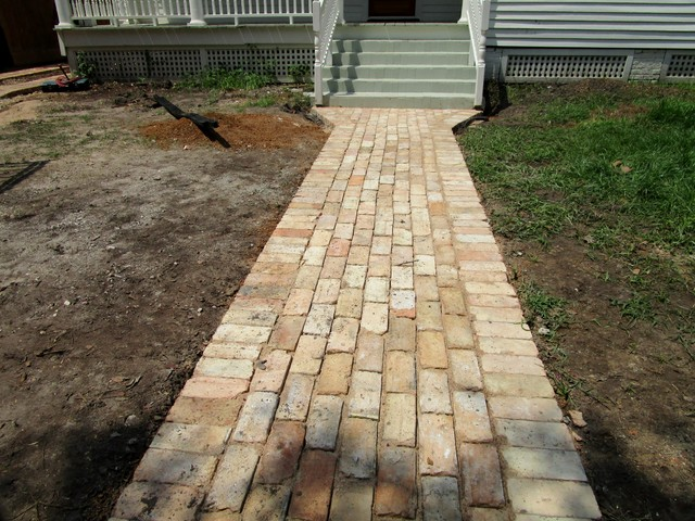 Charming Cottage Garden And Old Bricks For A New Ribbon