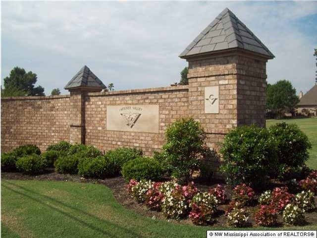 Cherokee Golf Community in Olive Branch, MS traditional-landscape