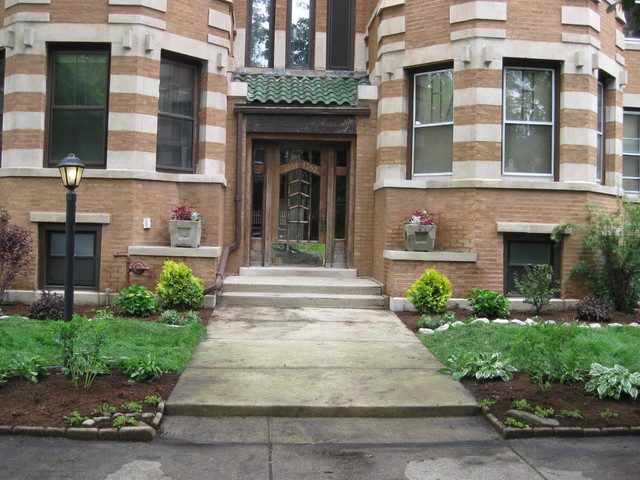 Chicago Condo Front Yard Landscaping Traditional