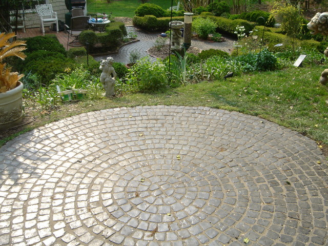 Circle pattern patio traditional landscape other for Garden designs with stone circles