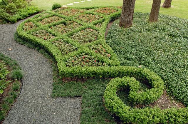Classic Estate Garden traditional-landscape