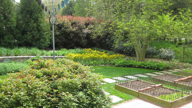 traditional landscape by Clinton & Associates Landscape Architects