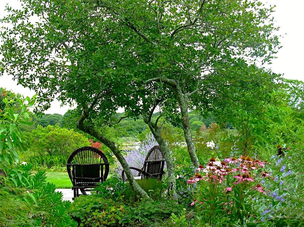 Inspiration for a mid-sized coastal full sun side yard stone garden path in Richmond for summer.