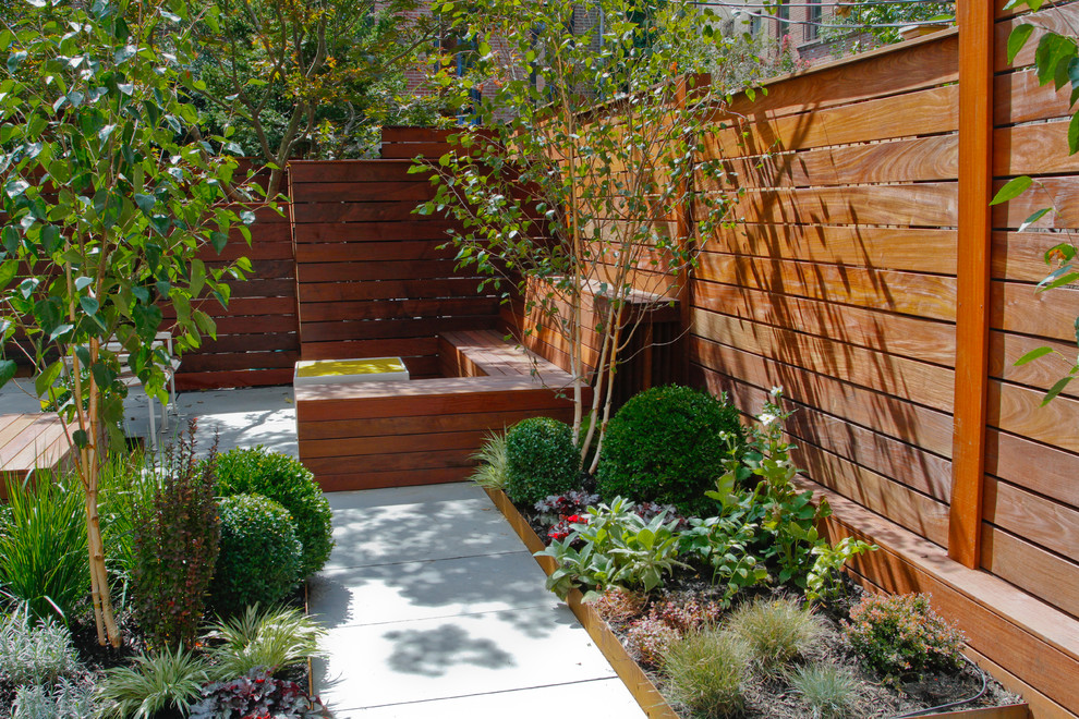 Design ideas for a mid-century modern landscaping in New York.