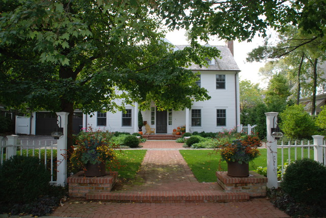 Colonial Farmhouse Traditional Landscape Chicago