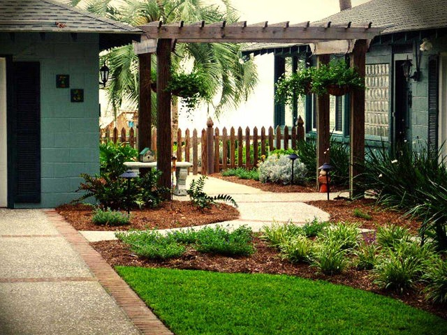 Commercial/Residential landscaping traditional-landscape