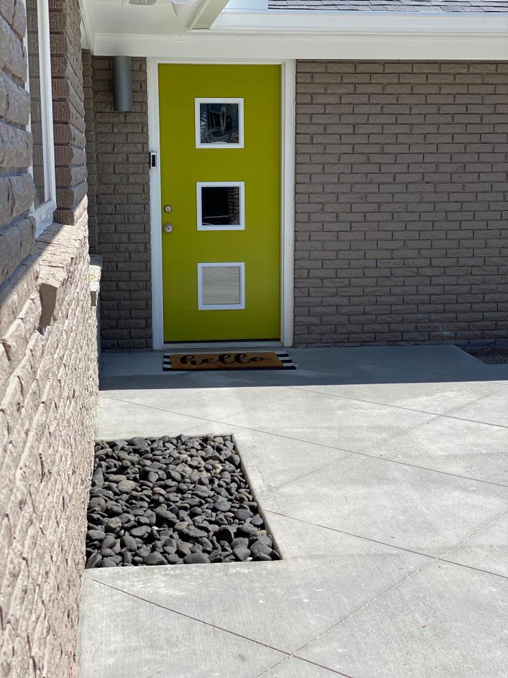Imagen de jardín de secano, vintage, de tamaño medio, en verano, en patio, con camino de entrada, exposición total al sol y adoquines de hormigón