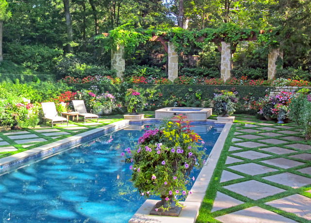 Inspiration for an eclectic landscaping in Dallas.