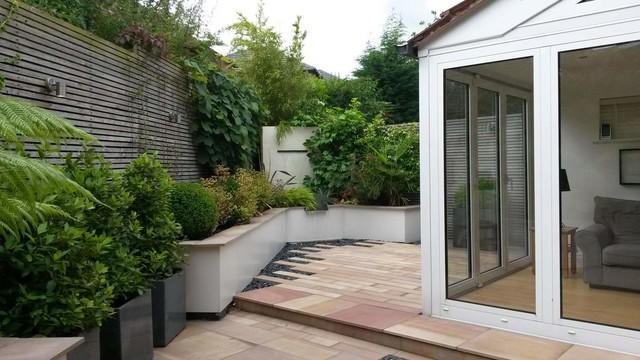contemporary courtyard triangular shaped garden contemporary garden
