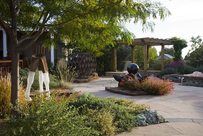 Inspiration for a contemporary landscaping in Albuquerque.